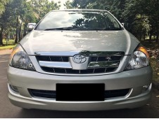 Toyota Innova 2.0 V Luxury 2005